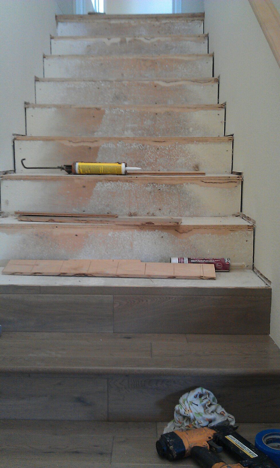 Unfinished woodfloor in staircase