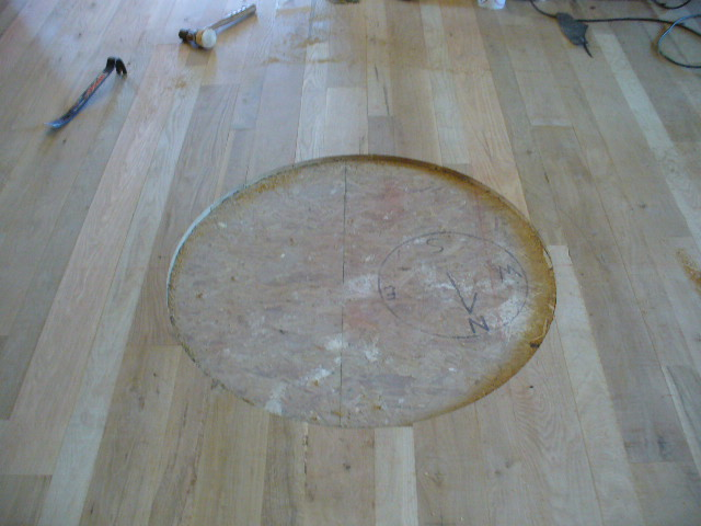 Circle in the woodfloors expose the concrete underneath